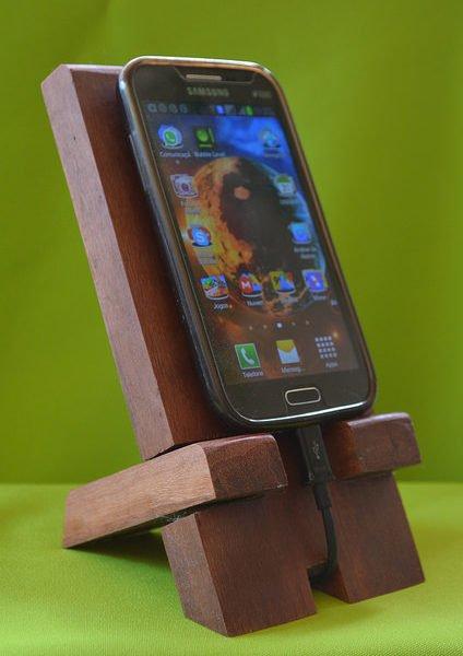 Suporte de madeira para celular SMC00001